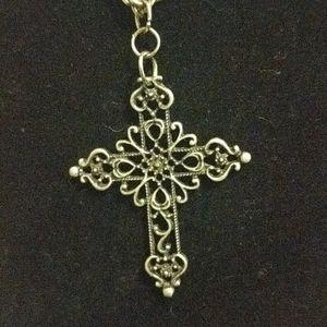 Beautiful Silver tone Cross on 18 inch chain